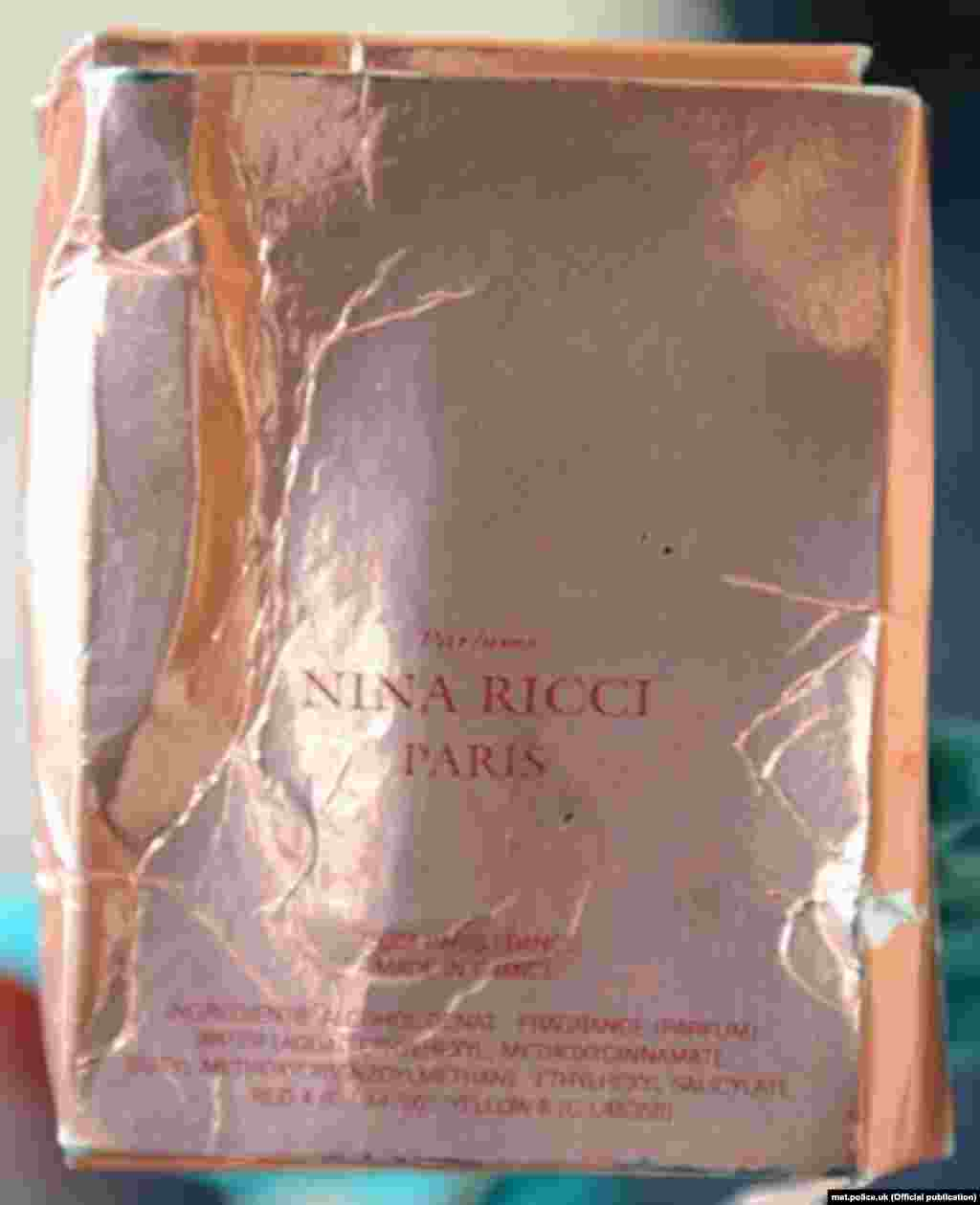 Коробка с лейблом Nina Ricci Premier Jour была найдена в мусорном мешке на кухне Чарли Роули во время обыска 10 июля.