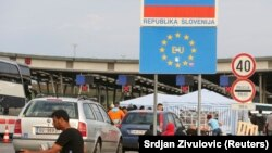 Migrantët në kufirin ndërmjet Sllovenisë dhe Kroacisë