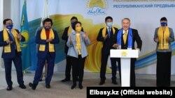 Бывший президент Казахстана Нурсултан Назарбаев, лидер «Нур Отана», в предвыборном штабе своей партии после завершения выборов в мажилис и маслихаты. 11 января 2021 года.