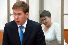Надежда Савченко и ее адвокат Илья Новиков в суде