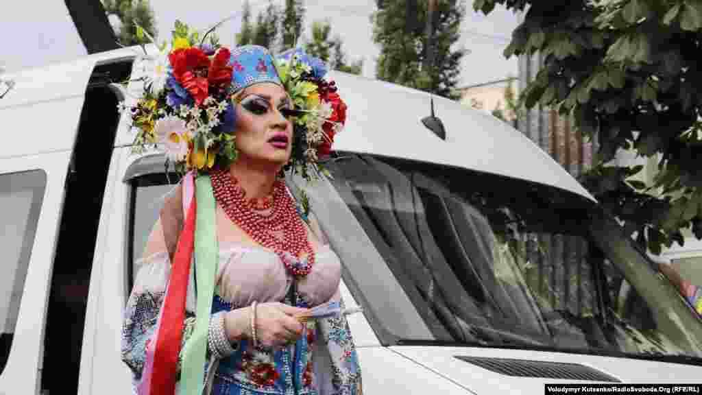 «Наша свобода - это неоспоримая ценность быть собой, выбирать то, чего мы хотим, и не бояться жить полной жизнью», - отмечают организаторы шествия, представители общественной организации «КиевПрайд».