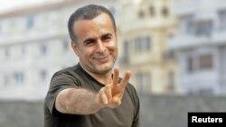 بهمن قبادی با آثار خود توانسته است جوایزی چون خرس شیشهای و جایزه فیلم صلح جشنواره فیلم برلین را دریافت کند.