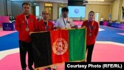 ذکیه خدادادی ملی پوش پاراتکواندو افغانستان (راست، اول)