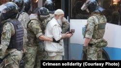 Затримання біля будівлі ФСБ у Сімферополі, 4 вересня 2021 року