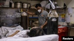 په هند کې هره ورځ شااوخوا درې لکه کسان په کرونا ویروس اخته کېږي.