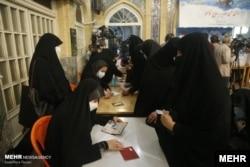 Голосование на избирательном участке в одной из мечетей в Тегеране. 18 июня 2021 года