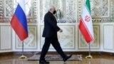 عکسی از محمدجواد ظریف قبل از دیدار رسمی با وزیر خارجه روسیه در تهران، ۲۴ فروردین ۱۴۰۰