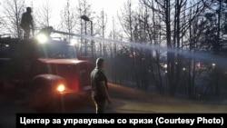 Директорот на Центарот за управување со кризи(ЦУК), Стојанче Ангелов на увид на место каде има пожар.