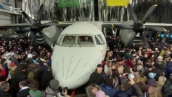 Новий транспортний літак Ан-132 показали у Києві (відео)