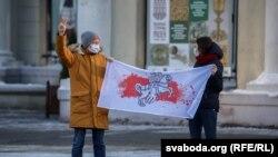 A politikai foglyokkal szolidaritást vállaló tüntetők Minszkben, Belaruszban, 2021. január 23-án.