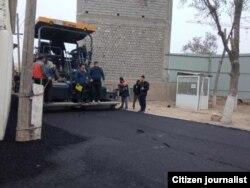 Prezident tashrifi munosabati bilan zavodga eltuvchi yo'llar asfalt qilinmoqda