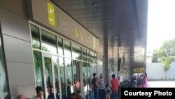 Сотни пассажиров застряли в аэропортах Душанбе и Худжанда