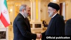 Премьер-министр Армении Никол Пашинян встречается с президентом Ирана Ибрахимом Раиси в Душанбе, Таджикистан, 17 сентября 2021 г.