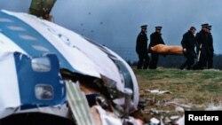 На месте падения взорванного самолета в Локерби (22 декабря 1988 года)