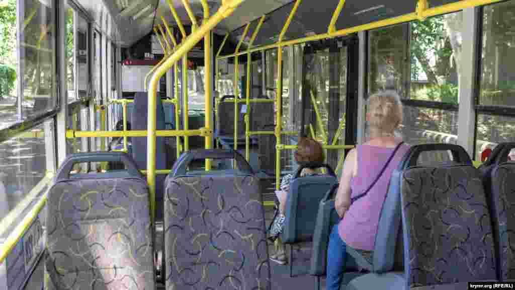 В местном троллейбусе