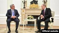 Встреча президентов Армении и России - Сержа Саргсяна (слева) и Владимира Путина, Москва, 10 марта 2016 г. (Фотография - пресс-служба Кремля)