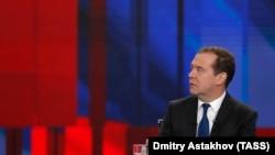 Премьер Дмитрий Медведев готов умерить аппетиты естественных монополий