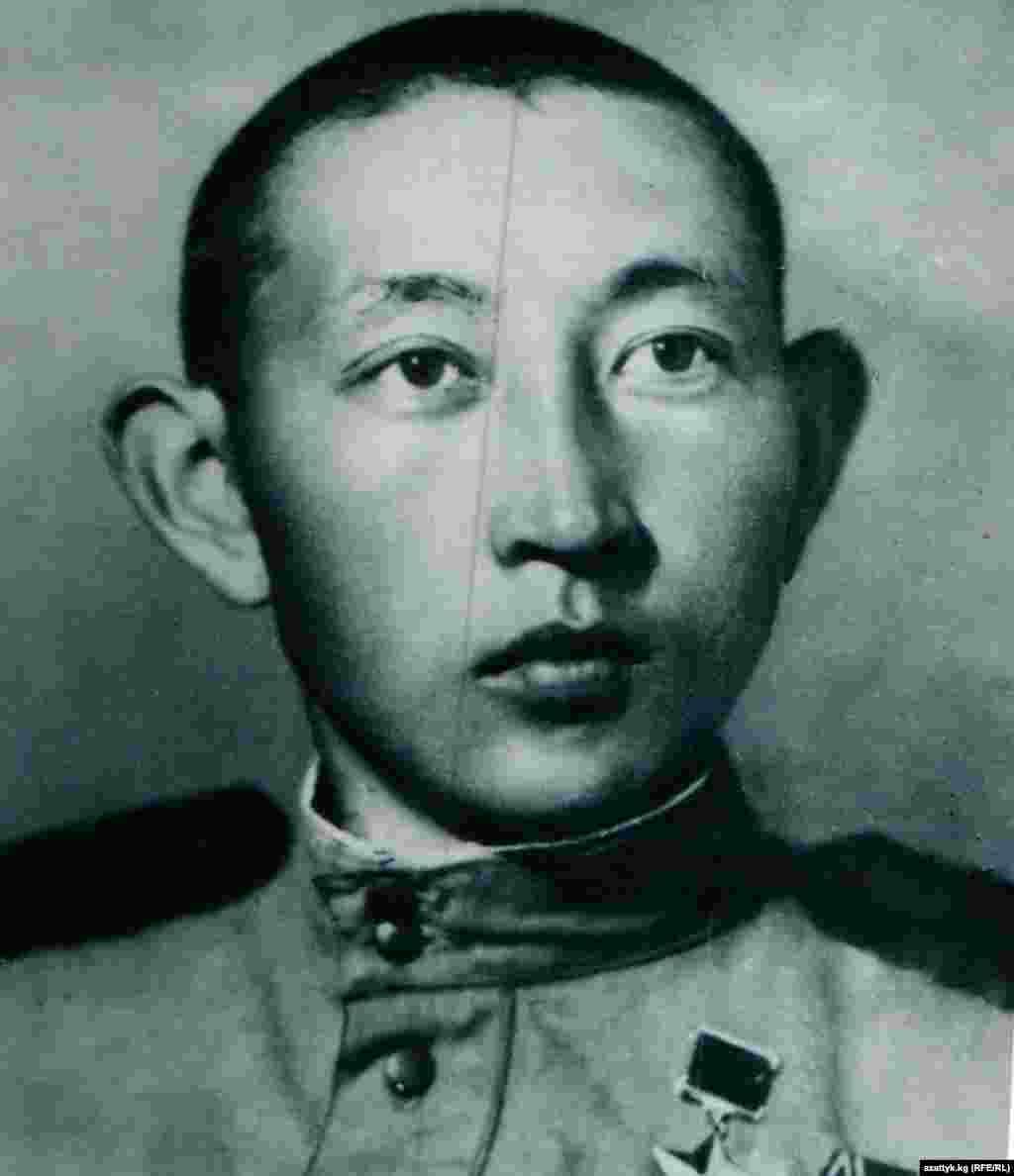 Герой Советского союза Анварбек Чортеков. 1944 год. Фото Государственного исторического музея