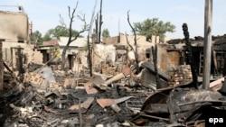 Развалины сгоревшего дома, который спецназ штурмовал 16 июля в Бишкеке
