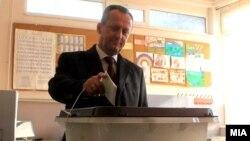 Поранешниот претседател на Собранието Трајко Вељаноски гласа на парламентарните избори во 2016 година