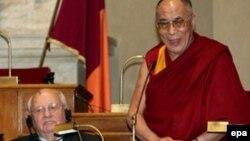 Нобелівські лауреати Михайло Горбачов, Далай-лама XIV (Тензін Ґ'яцо)
