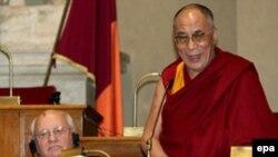 Далай-лама приобщит к своей коллекции действующих и отставных мировых лидеров Гордона Брауна