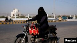 Pakistanda qadın, arxiv fotosu