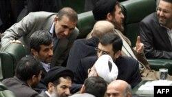 محمود احمدی نژاد در مجلس پس از ارائه بودجه سال آینده.