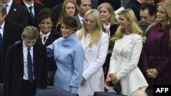 Меланія Трамп, дочки Трампа – Тіффані і Іванка, а також Ванесса Трамп (праворуч) на інавгурації президента США, 20 січня 2017 року