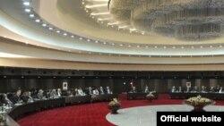 Հայաստան -- Նախագահ Սերժ Սարգսյանը Հանրային խորհրդի ընդլայնված կազմի հետ քննարկում է հայ-թուրքական արձանագրությունները, 30-ը սեպտեմբերի, 2009թ.