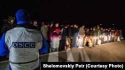 Представник ОБСЄ спостерігає за обміном полоненими між Україною і незаконними збройними угрупованнями