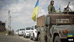 خودروهای بازرسان و کارشناسان غربی را نیروهای ارتش اوکراین اسکورت کردهاند