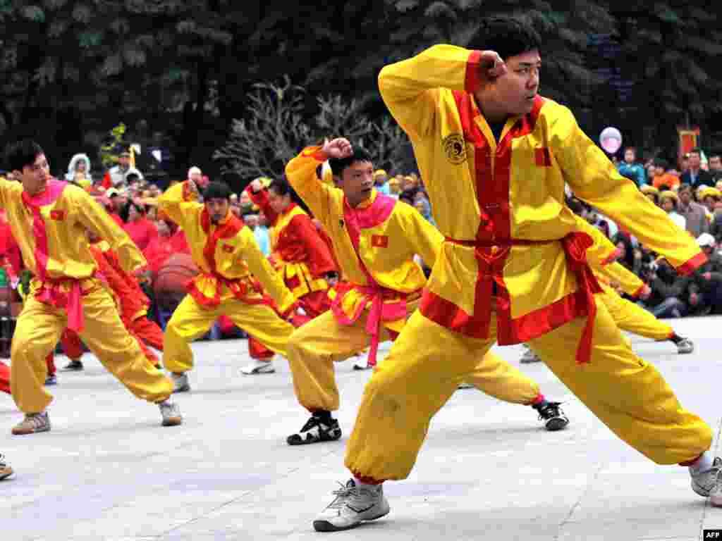 Віетнам: сьвяткаваньні з нагоды новага месячнага году і 221-х угодкаў перамогі над кітайскімі захопнікамі.