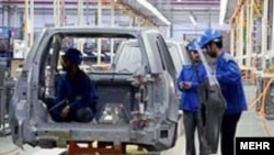 Iran-Workers are assemblaging parts of a car in the biggest Iran carmaker, Iran Khodro, 2007
