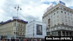 Xorvatiya. II Dünya Müharibəsi vaxtı öldürülmüş yazıçıların nəhəng fotolarını Zagreb şəhərində Dotrscina muzeyinin ətrafına asıb