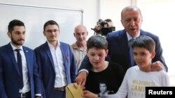 Реджеп Эрдоган во время голосования на участке в Стамбуле, 24 июня 2018