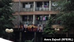 Pankarta me fotografitë e Presidentit rus Putin në veri të Mitrovicës