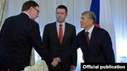 Президент Кыргызстана Алмазбек Атамбаев принимает делегацию из Чехии.