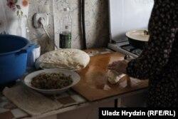 За один раз Заира готовит 100 пирожков на всю семью