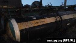 Иллюстрациялык сүрөт. Кычкылдык (күкүрт кычкылдыгы) ташыган поезд кырсыкка кабылган учур. 2014 жыл.