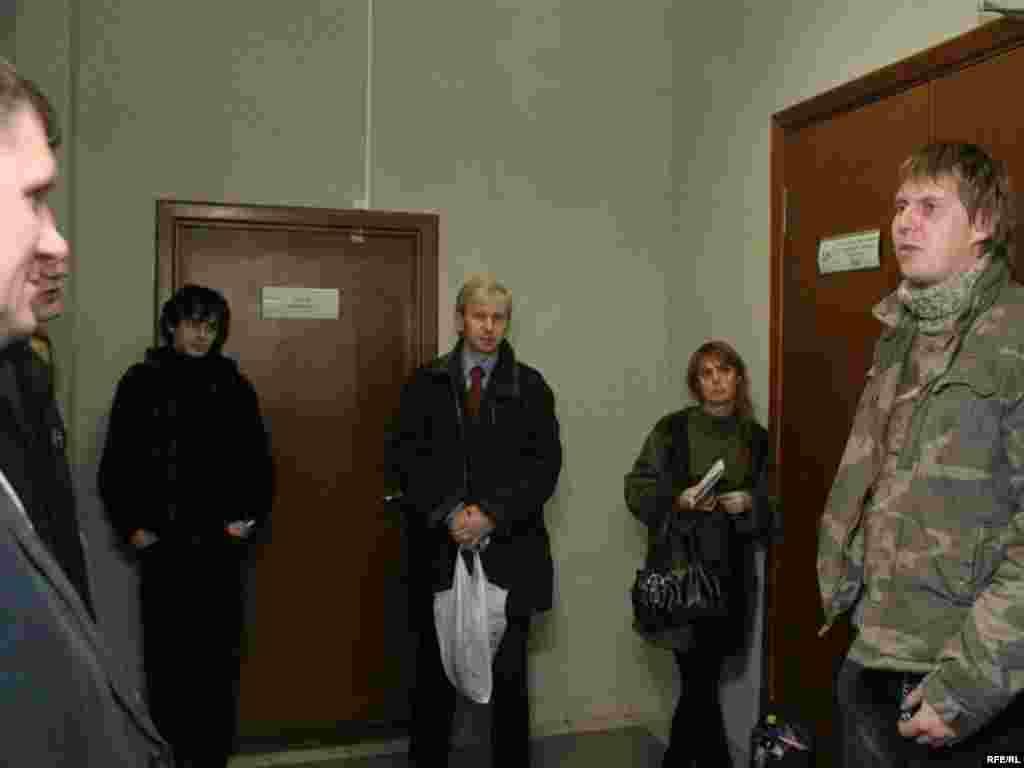 Паплечнікі А.Лябедзькі чакаюць рашэньня суду