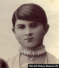 Мать Якуба Медова. Фотография сделана до замужества