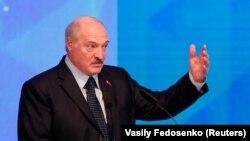 Лукашенко: ми можемо взяти на себе відповідальність за забезпечення миру в східних регіонах України