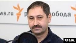 Александр Гольц дает интервью русской службе Радио Свобода (архив)