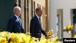 George Bush (majtas) dhe Barack Obama, në ceremoninë e sotme përkujtimore në Dar-es-Salam të Tanzanisë