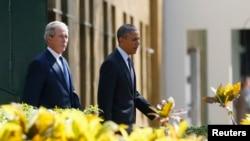 Barack Obama i George W. Bush