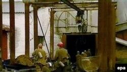 Поисково-спасательные работы затруднены тем, что разрушена часть угольных выработок