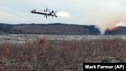 Архівне фото. Ракета ПТРК «Джавелін» відразу після пуску