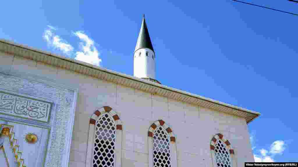 Мінарет мечеті зруйнували на початку ХХ століття, а будівлю спалили в 1994 році. Через 20 років культову споруду вдалося відновити на її місці