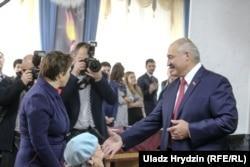 Аляксандар Лукашэнка на выбарчым участку, Менск, 17 лістапада 2019